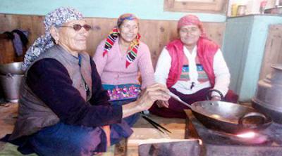 आज भी चूल्हे पर खाना पकातीं हैं भाजपा के सीएम की माँ