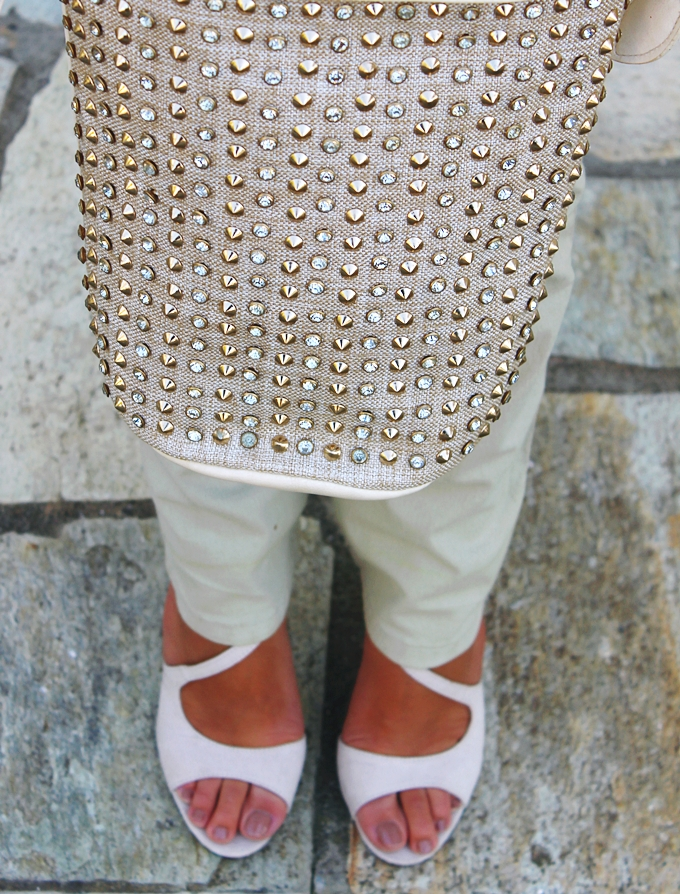 Voi&Noi beige sandals.Studded beige and gold bag.