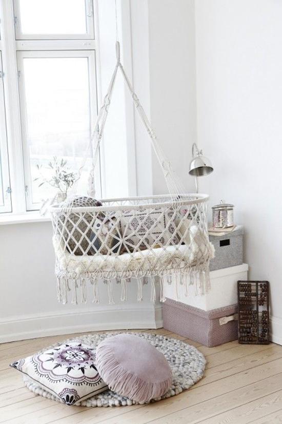 Desain interior dengan furniture gantung