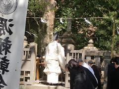 頼朝公墓前祭