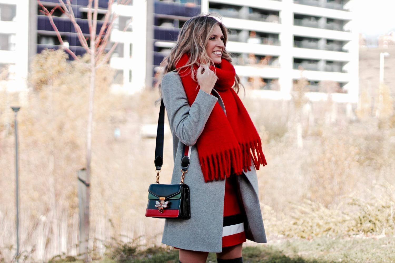 como llevar bufanda roja