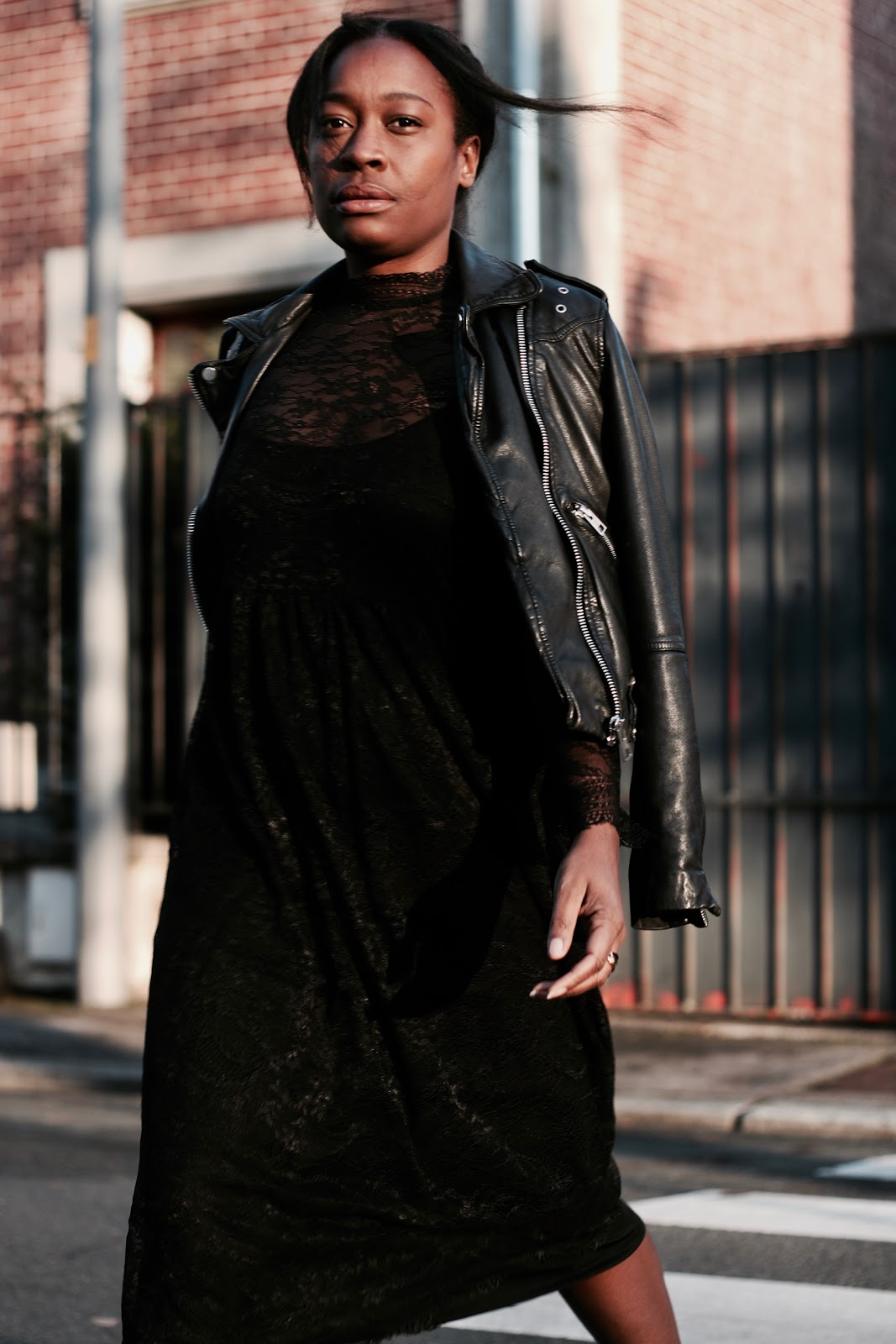 robe-noire-en-dentelle