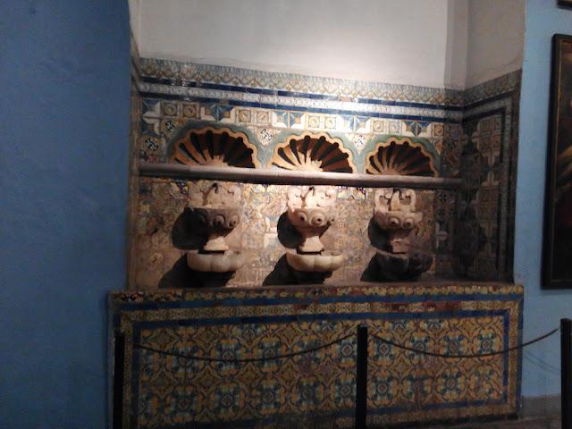 Fuente sevillana en la Catedral de Lima, Perú