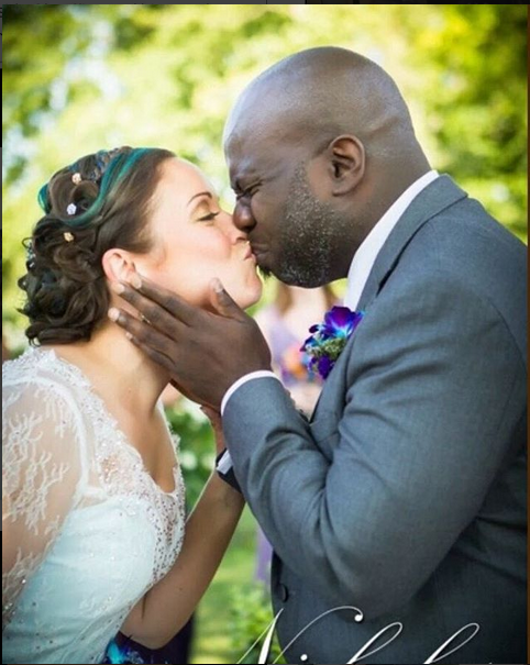 Photo Of Groom Kissing His Bride On Their Wedding Day Causes Confusion Online. See Why