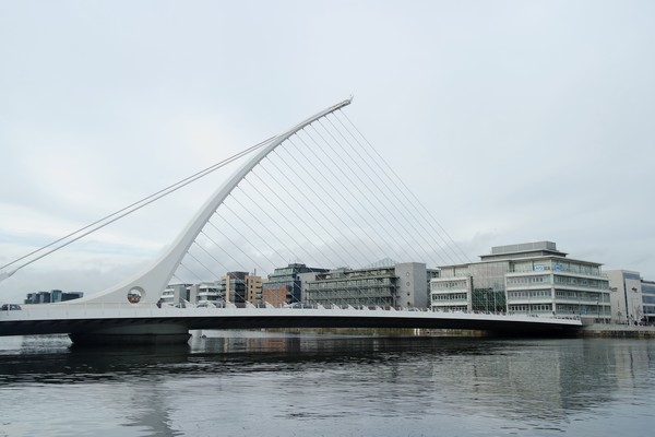 dublin liffey samuel beckett bridge pont