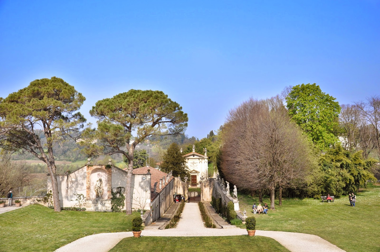 A gravel driveway leads you from the road to the Villa Capra La Rotonda, Vicenza, Italy