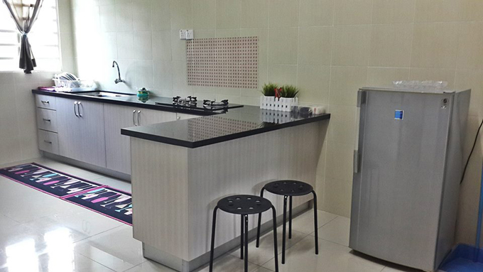 Bahagian Dapur Luas Selesa Homestay Melaka
