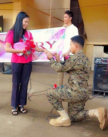 VIDEO: Filipino Soldier proposes to teacher girlfriend