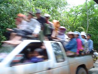 Carro, caminhão no Camboja