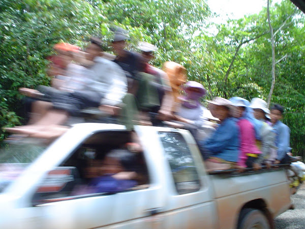 Coche, camioneta en Camboya