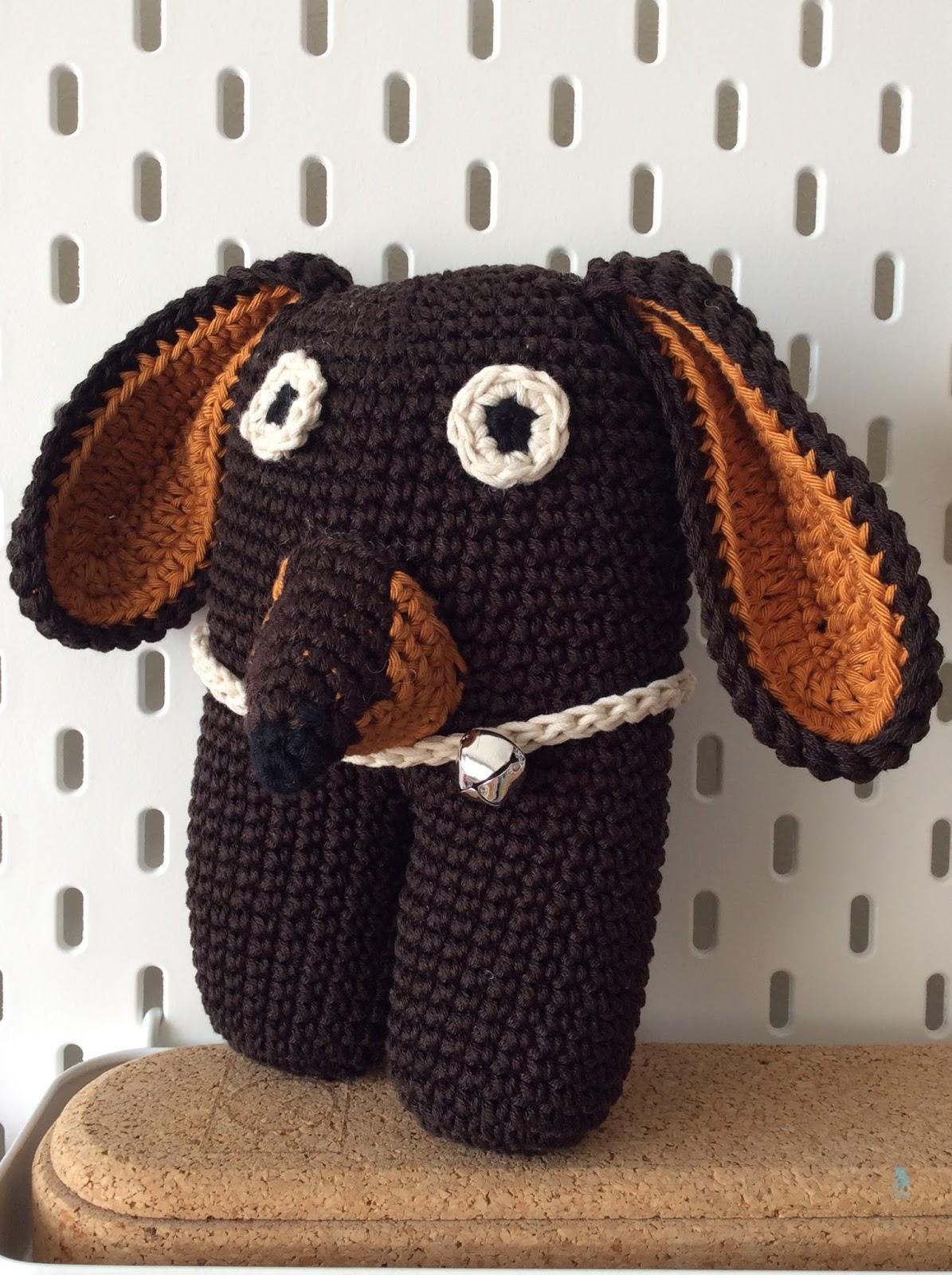 Super Sausage, il bassotto supereroe! Schema amigurumi | Crochet ... | 1600x1195