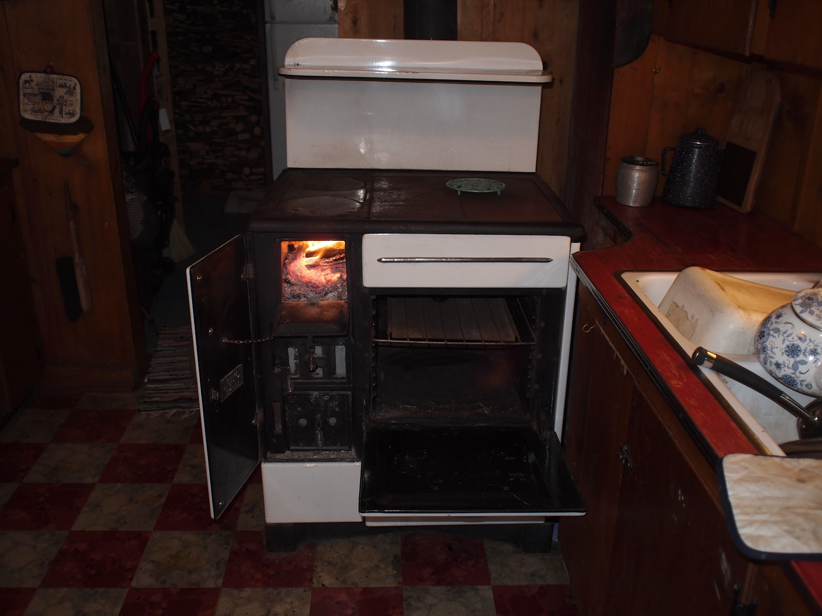 Wondrous Wood Fired Cook Stove The Montag Princess T I N Y M O T O Wiring Digital Resources Honesemecshebarightsorg