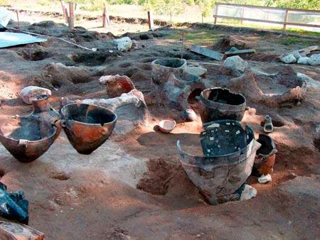 Αγγεία από τον προϊστορικό οικισμό της τούμπας του Αρχοντικού