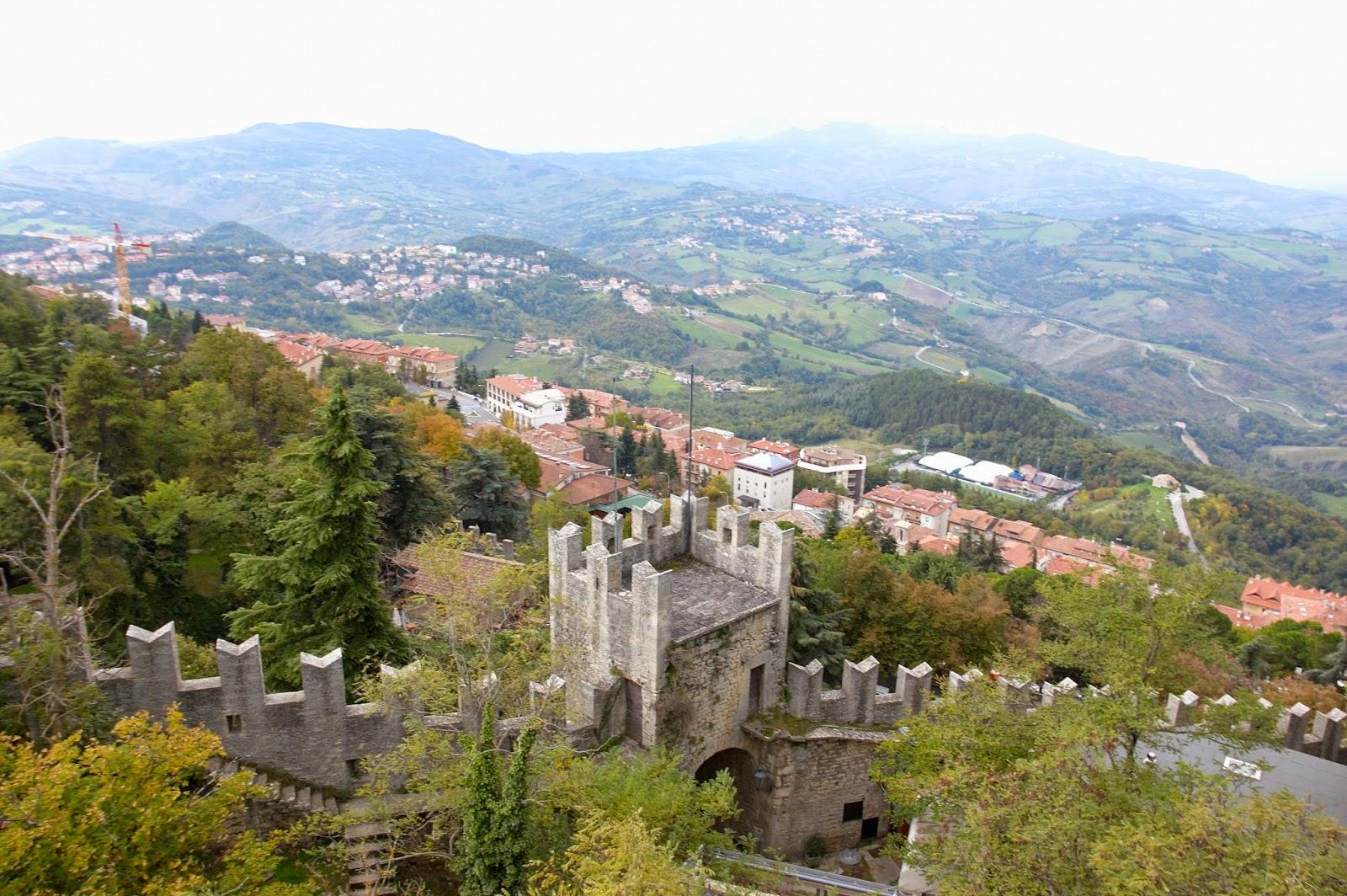 widok z zamku na okolice republiki San Marino