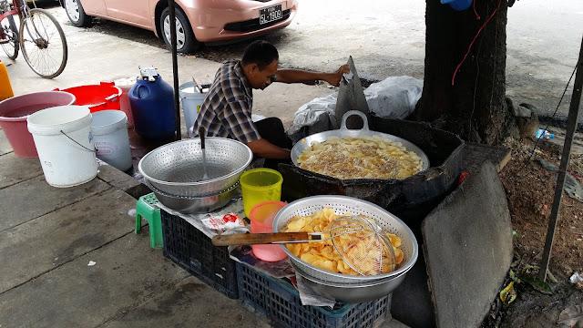 Freidor de patatas en Yangon