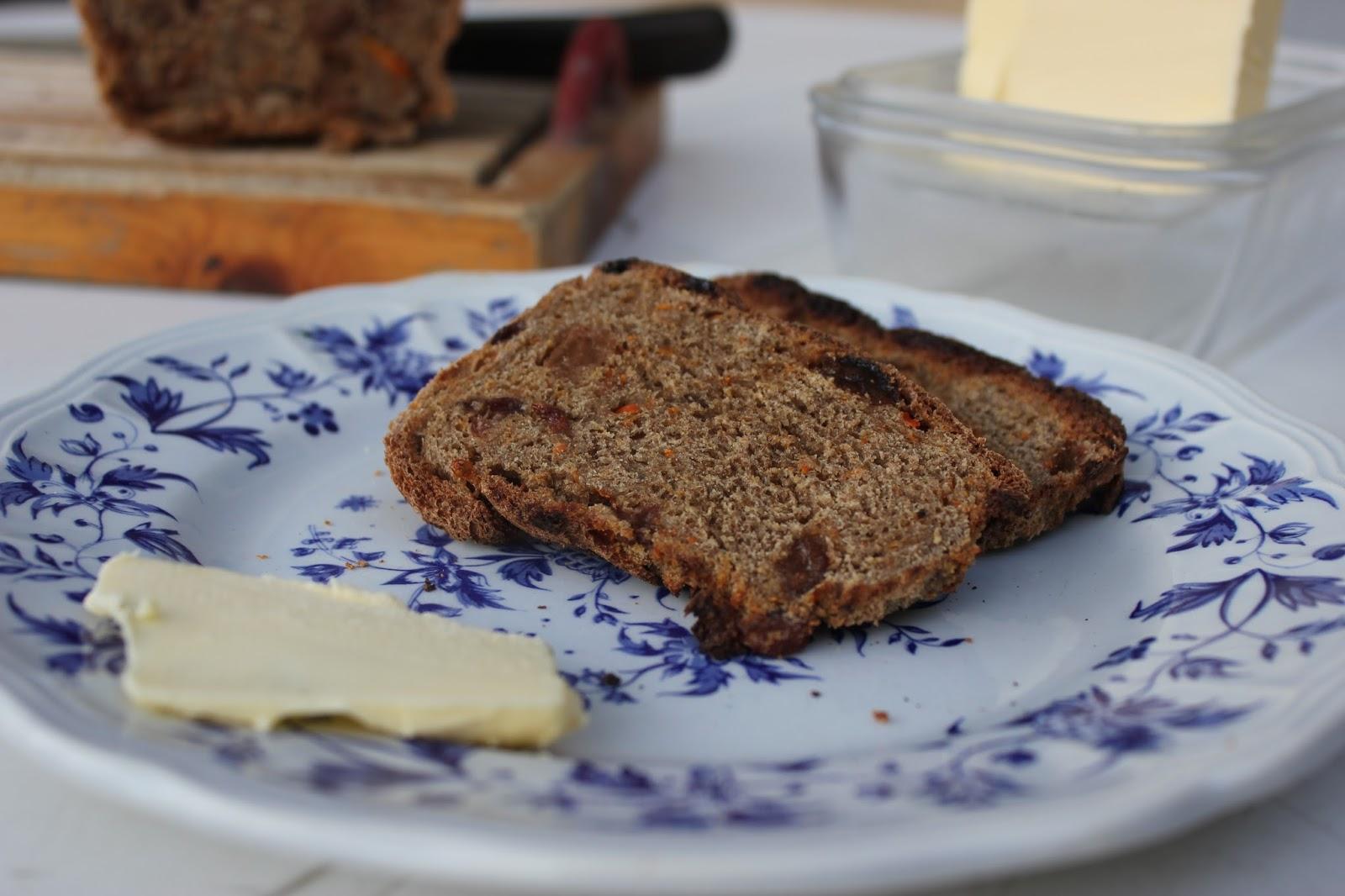 https://cuillereetsaladier.blogspot.com/2013/09/pain-aux-raisins-secs-et-la-carotte.html