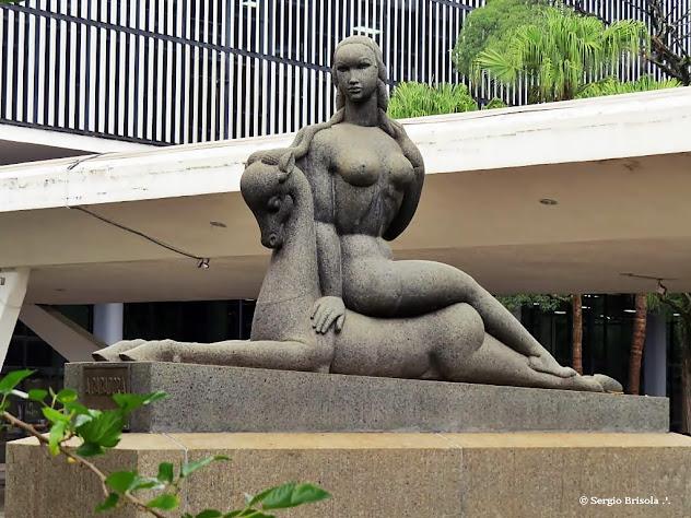 Close-up da escultura A Caçadora - Parque Ibirapuera - São Paulo