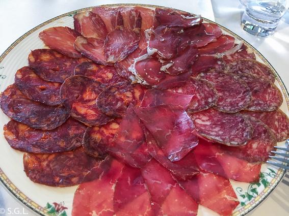 Restaurante El Oso. Tabla de embutidos. Cantabria