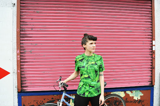 Tropical happiness cycling top