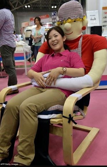 hugging chairs japan