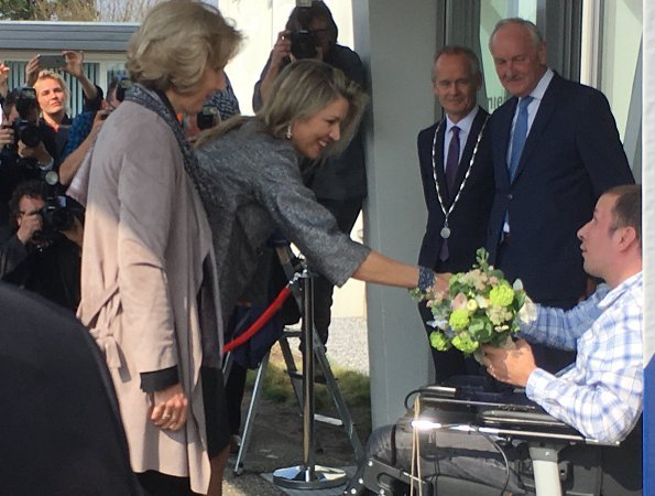 Queen Máxima attended a conference of MS International Federation and King Willem-Alexander Queen Maxima held a lunch at Hague Noordeinde. Natan dress, Chanel handbag