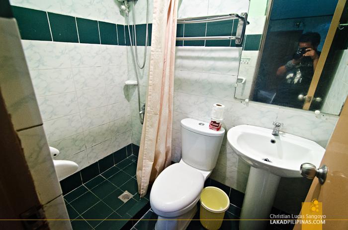 Plaza Maria Luisa Suites Inn Toilet
