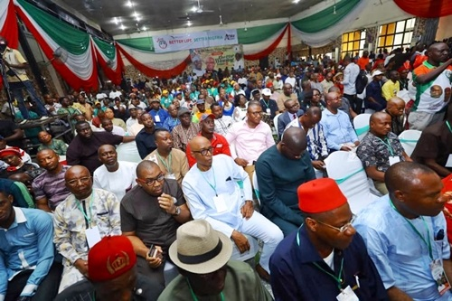 PHOTOS: Atiku, Obi Visit Abia, Meet With Aba Business Community..Buhari Must Go! - Atiku Abubakar Tells Igbo Business Community In Aba