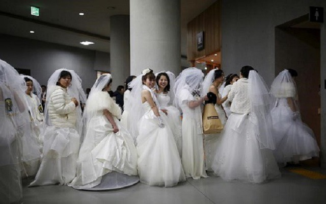 Thousands marry in mass ceremony in South Korea