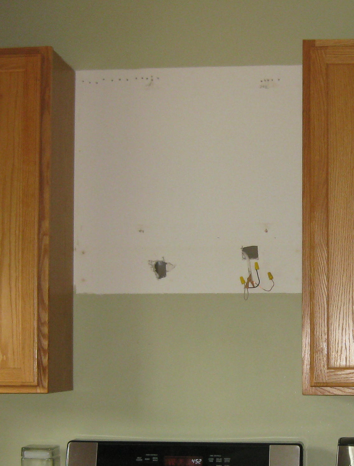 Builder S Grade Kitchen With Oak Cabinets And Dated Liances