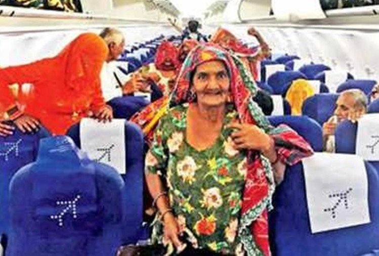 Pilot Vikas Jyani fulfilled his childhood promise and takes all his village elders on a plane ride