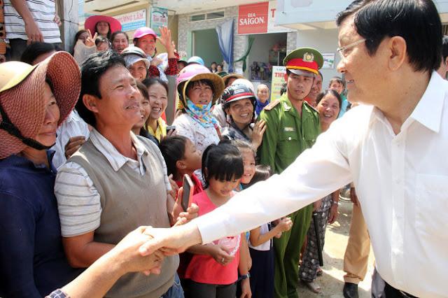 Chủ tịch nước niềm nợ trò chuyện cùng bà con đảo Lý Sơn
