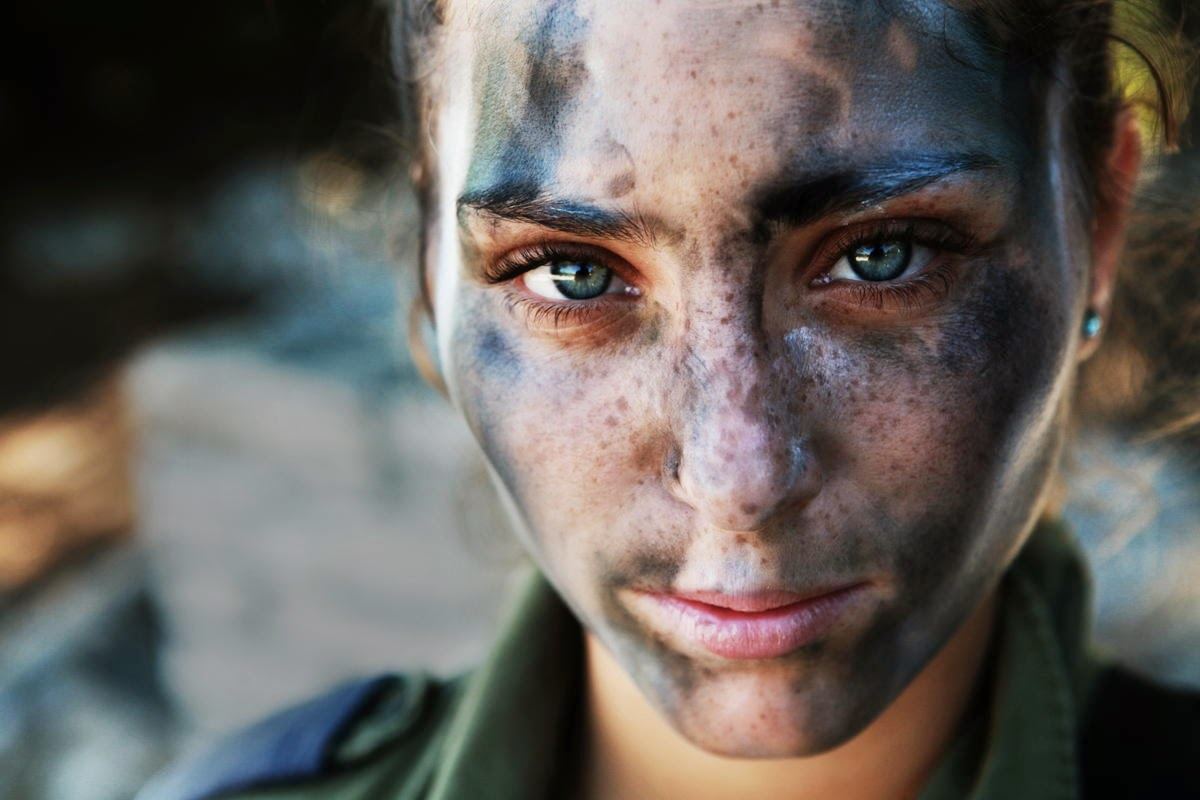 AN 18 YEAR OLD IDF SOLDIER PAUSES AFTER A LONG RUN IN FULL GEAR AND BATTLE PAINT. BY ASHER SVIDENSKY - 29 Breathtaking Photographs of The Human Race