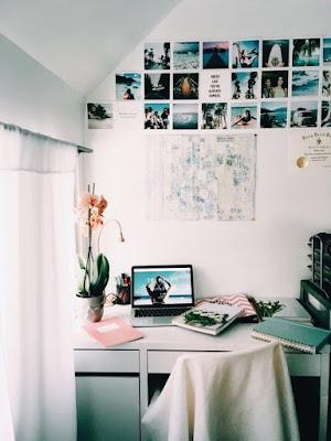 Zona de estudo com gallery wall