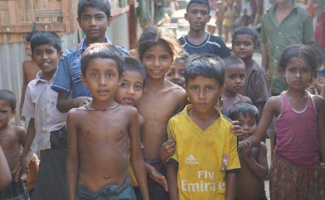 Ribuan Bocah Muslim Rohingya Tanpa Orang Tua Mengungsi ke Bangladesh