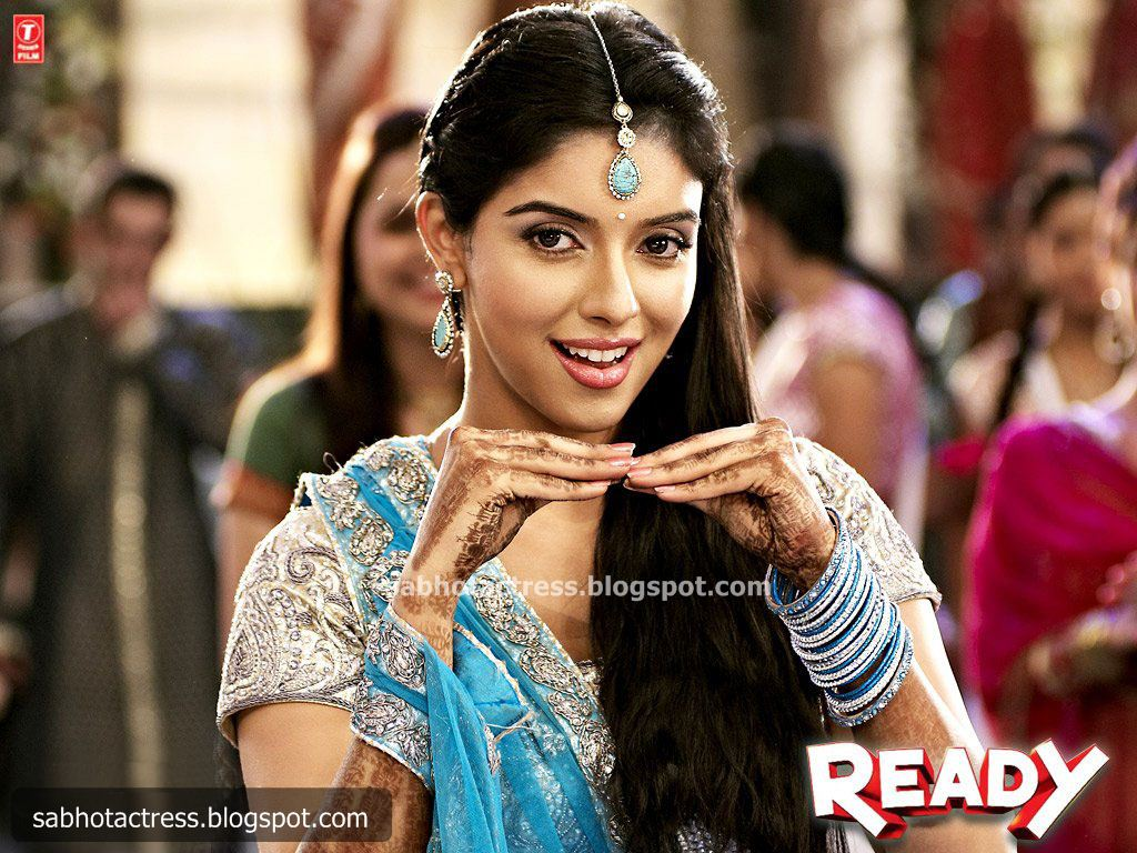 Asin Hot Photos In Ready Bollywood Images-8216