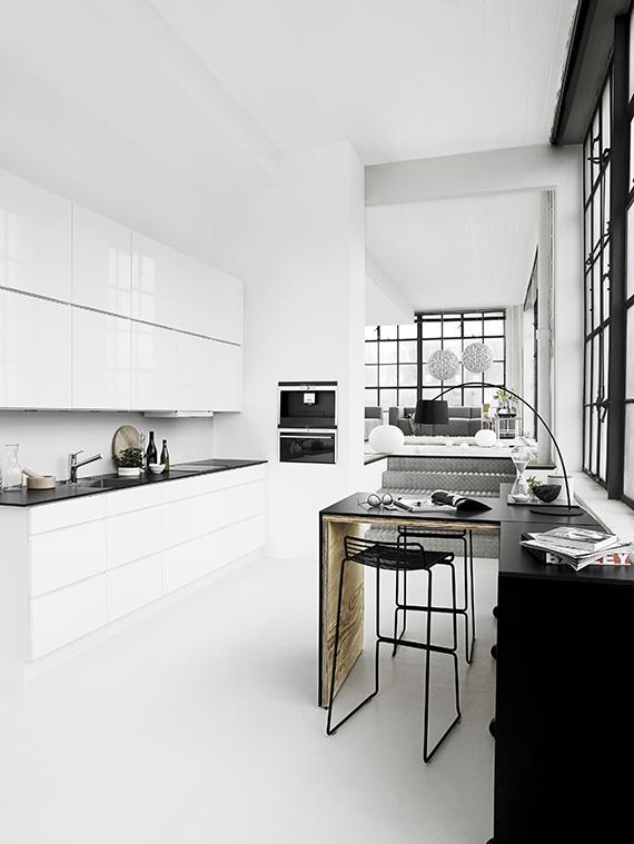 Black and white kitchen via Kvik