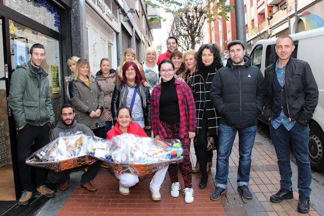 El comercio de la calle Bizkaia sortea una cesta