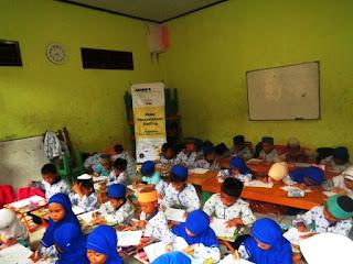 Keceriaan Anak-anak TKA-TPA Roudhatul Muttaqin Kedatangan Tim Moju Cilegon