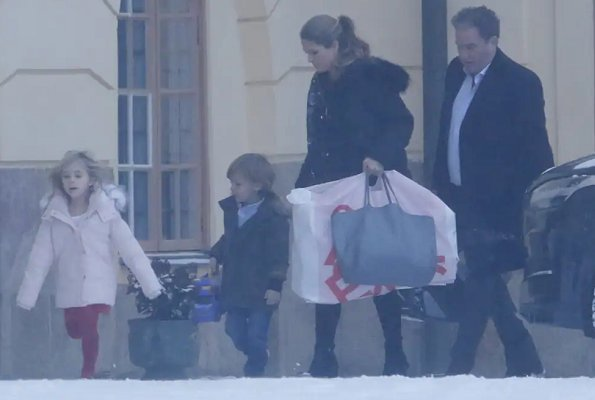 Crown Princess Victoria, Princess Estelle and Oscar, Princess Sofia, Princess Madeleine, Princess Leonore and Adrienne
