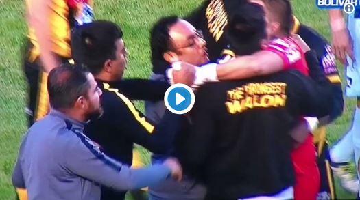 Entrenador César Farías agredió a un portero boliviano en pleno juego