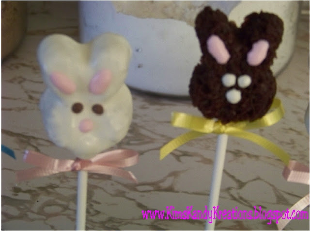 Add a sweet treat to your Easter party or Easter baskets with these Easter bunny bites.  They are so yummy and super easy to make.  And such a cute Easter dessert too.