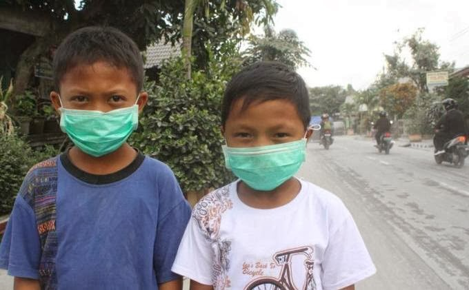 Seperti yang kita ketahui bahwa letusan gunung kelud yang terjadi  Dampak Buruk Abu Vulkanik Bagi Tubuh Manusia