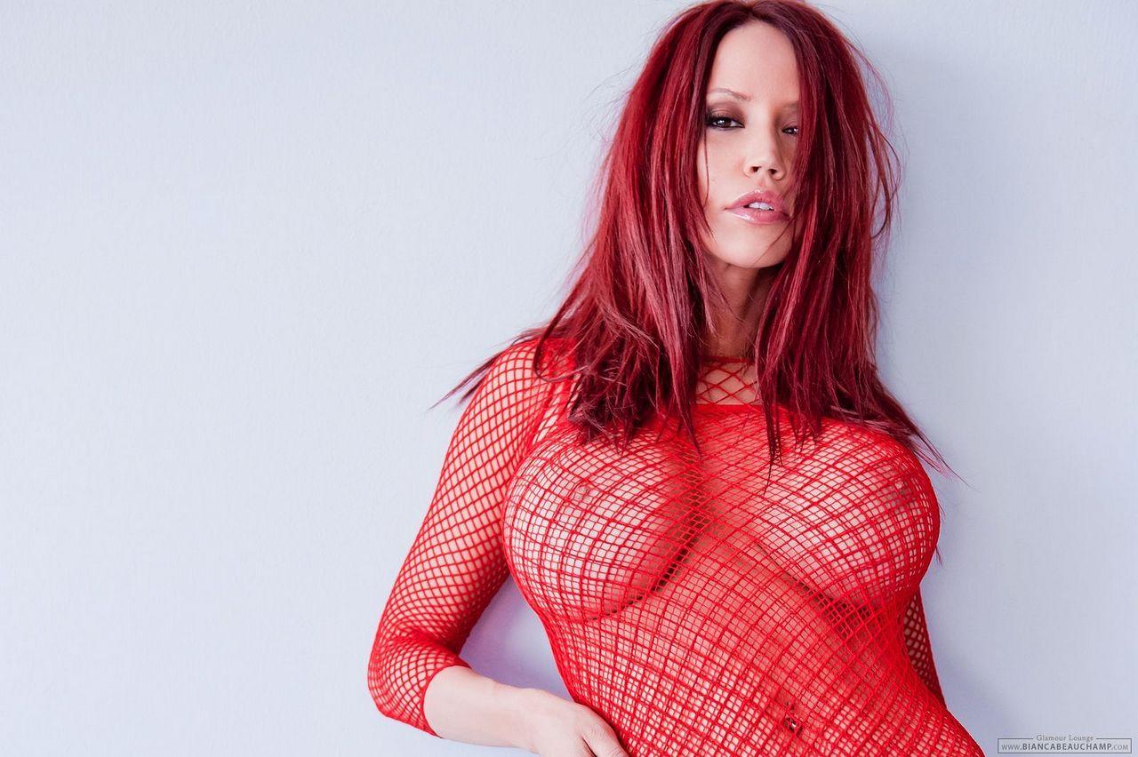 foto butil model bule toke bulat gede lagi pake baju transparan. Gambar bokep cewek bule cantik pamer payudara gede sambil pose seksi menantang