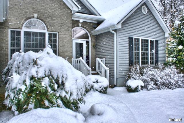 ảnh ngôi nhà lớn giữa mùa đông
