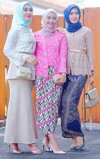 Busana Kebaya Kutu Baru Untuk Ibu-Ibu Muslim Berhijab