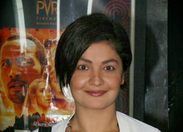 Popular Actress Pooja Bhatt's Biography With Latest Hd Wallpapers Photos 2014