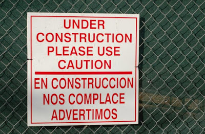 under construction, please use caution. En construcción, nos complace advertimos