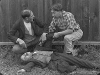 "Кадр из фильма Чарли Чаплина ""Бродяга"" / The Tramp (1915) - 18"