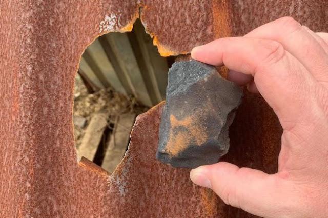 Meteorito que atingiu o teto da casa de Rocky