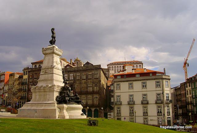 Monumento ao Infante D. Henrique, o navegador na Cidade do Porto, Portugal